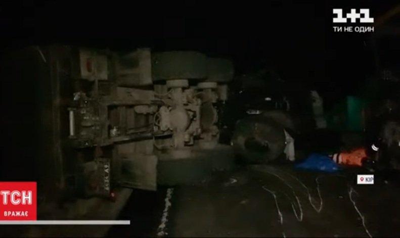 В ДТП под Кропивницким погибли рабочие дорожного катка, протараненного военным  грузовиком