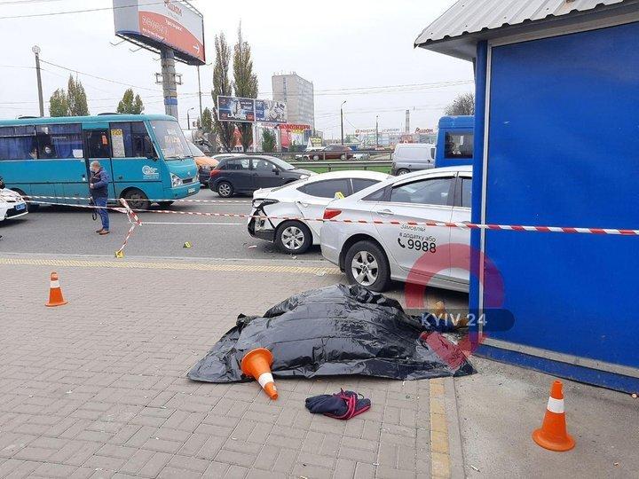 П`ятниця, 13-е в Києві: смертельна ДТП на зупинці забрала життя двох людей (відео 18+)