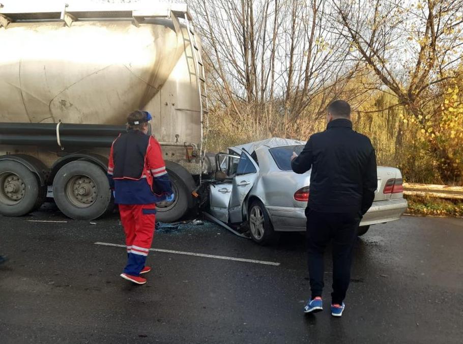 Трагічна ДТП на Львівщині: у зіткненні легковика з автопоїздом загинули молоді люди