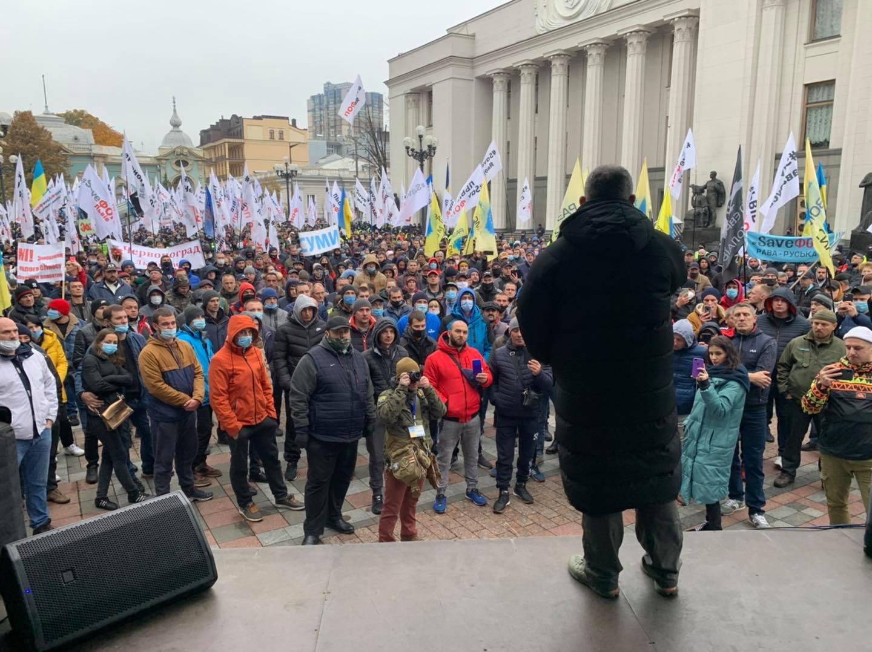 Біля Ради в столиці мітингують «євробляхери»