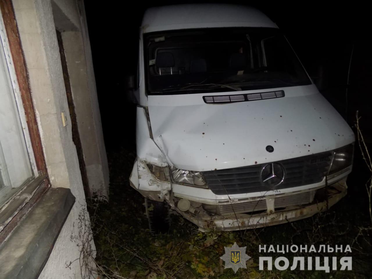 ДТП з викрадачем у Закарпатті: чоловік за ніч викрав дві машини, і на одній з них потрапив в аварію