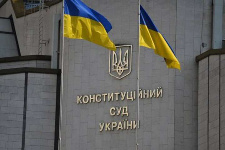 Зеленский просит международных партнеров поддержать Украину в ситуации с Конституционным судом