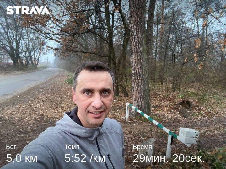 Главный санврач Украины Ляшко показал, как в эпоху локдауна можно обойтись без спортзала и дорогих тренажеров