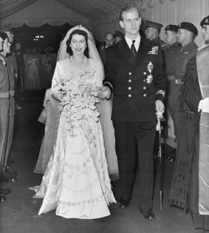 Королева Елизавета ІІ и принц Филипп встретили 73-ю годовщину со дня свадьбы: что подарили молодоженам любимые наследники