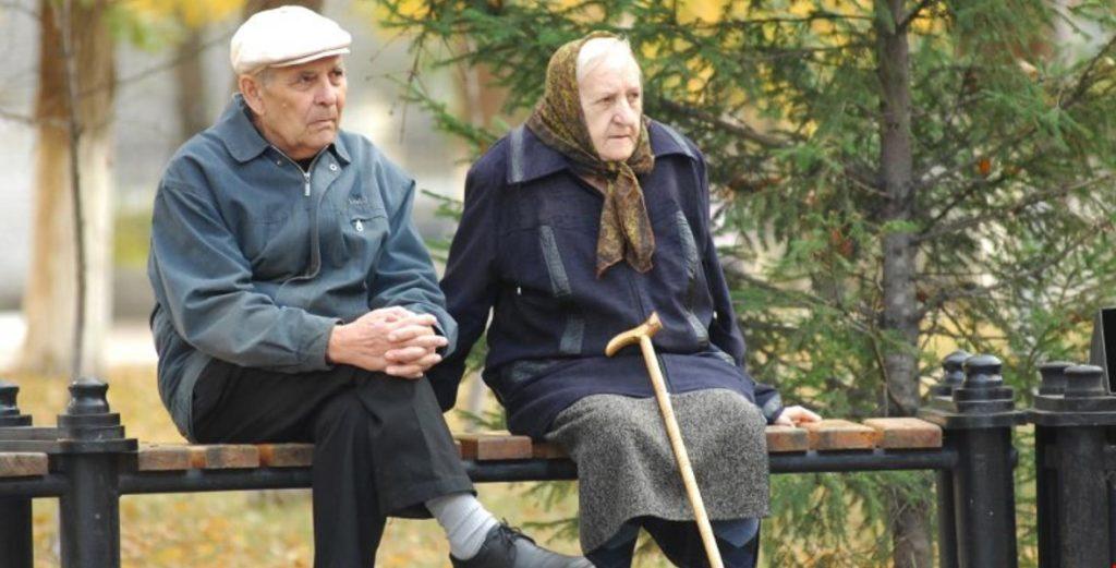 Вже завтра в Україні зростуть пенсії: Шмигаль розповів, як іще боротимуться з бідністю