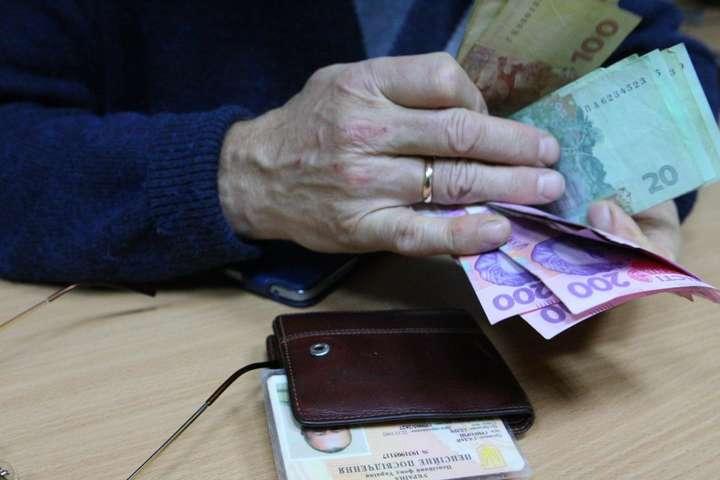 Пенсия в Украине: в ПФУ разъяснили, можно ли сохранить надбавки при переходе с одного вида пенсии на другой