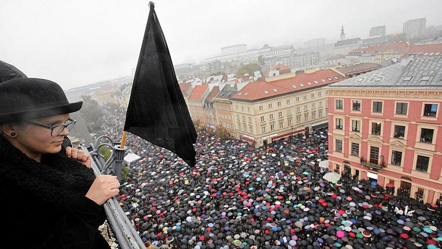 Аборт по-сусідству: із Польщі жінки масово їдуть переривати вагітність в Україну