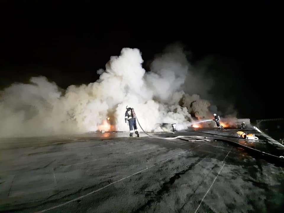 НП на військовому заводі у Дніпрі: рятувальники не можуть загасити пожежу, що спалахнула на підприємстві