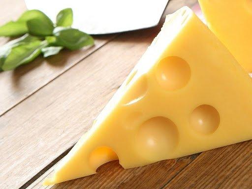 Медики назвали найкорисніший молочний продукт, який не містить лактози