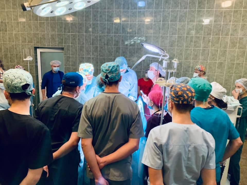 Одне життя за ціною трьох: у Львові медики за ніч зробили трансплантацію трьом пацієнтам від одного донора