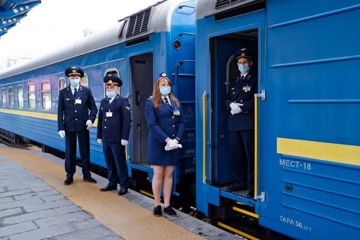 Укрзалізниця змінює графіки руху поїздів: пасажирам рекомендують звірити свої квитки