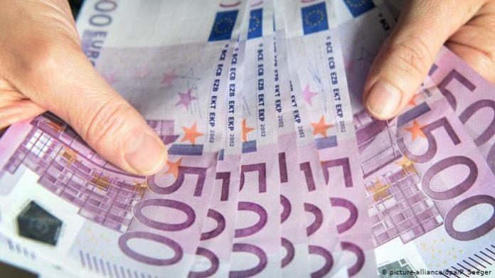 Курс долара в Україні різко впав після стрімкого зростання