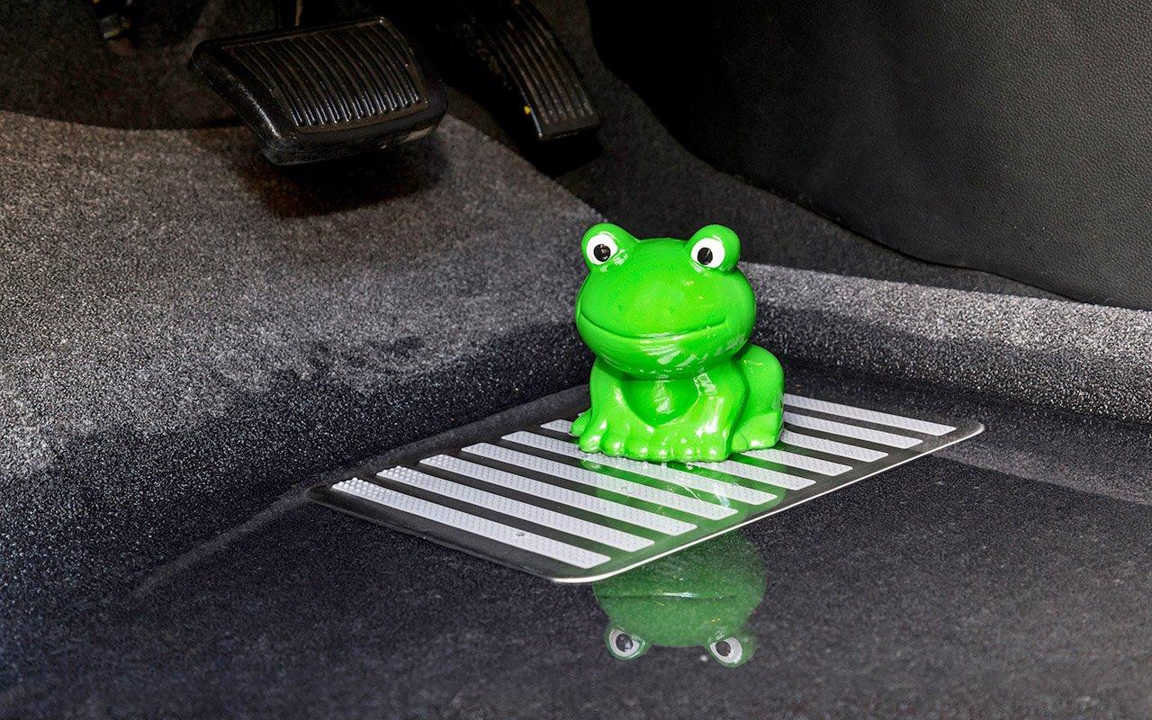 Як визначити несправність автомобіля по запаху?