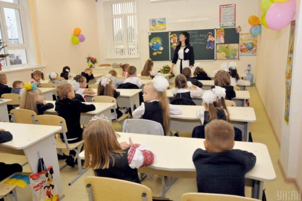 В Украине передумали повышать зарплаты учителям: в Кабмине сделали заявление - today.ua
