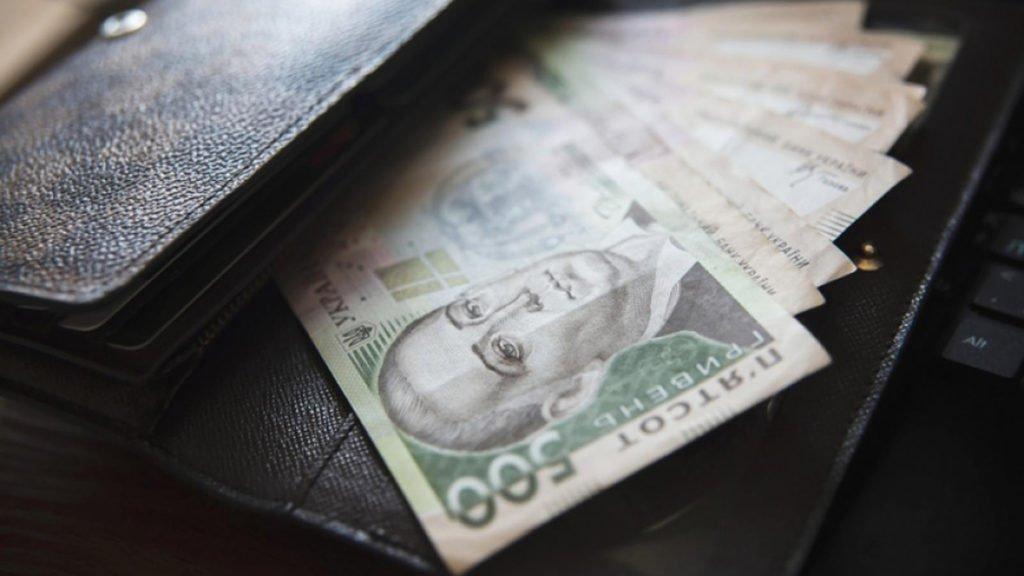 Стали известны зарплаты главных борцов с коррупцией в Украине