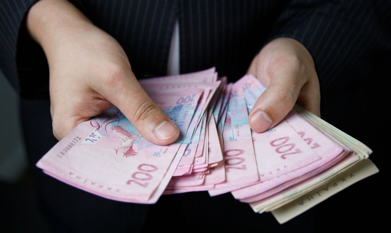 """Пенсійний фонд розпочав виплату """"карантинних"""" 8 тисяч: хто отримає допомогу"""
