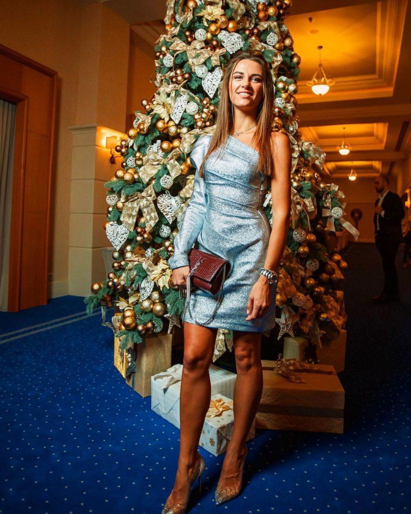 Жена Григория Решетника рассказала, сколько сбросила после родов и показала свой пресс