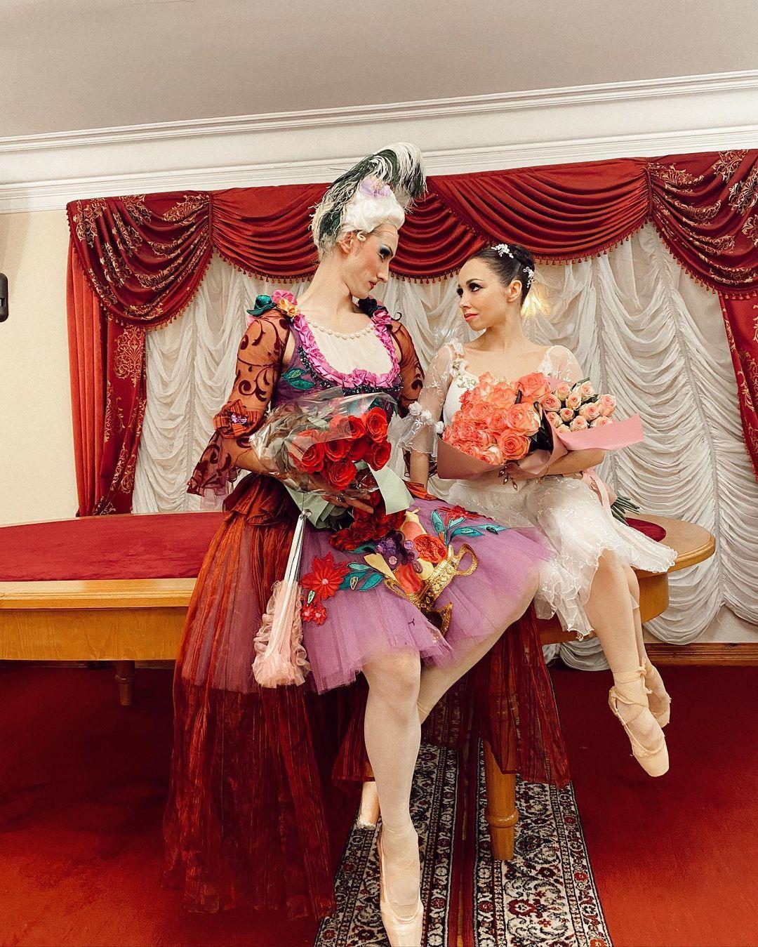 Муж Катерины Кухар потрогал чужой бюст в присутствии жены