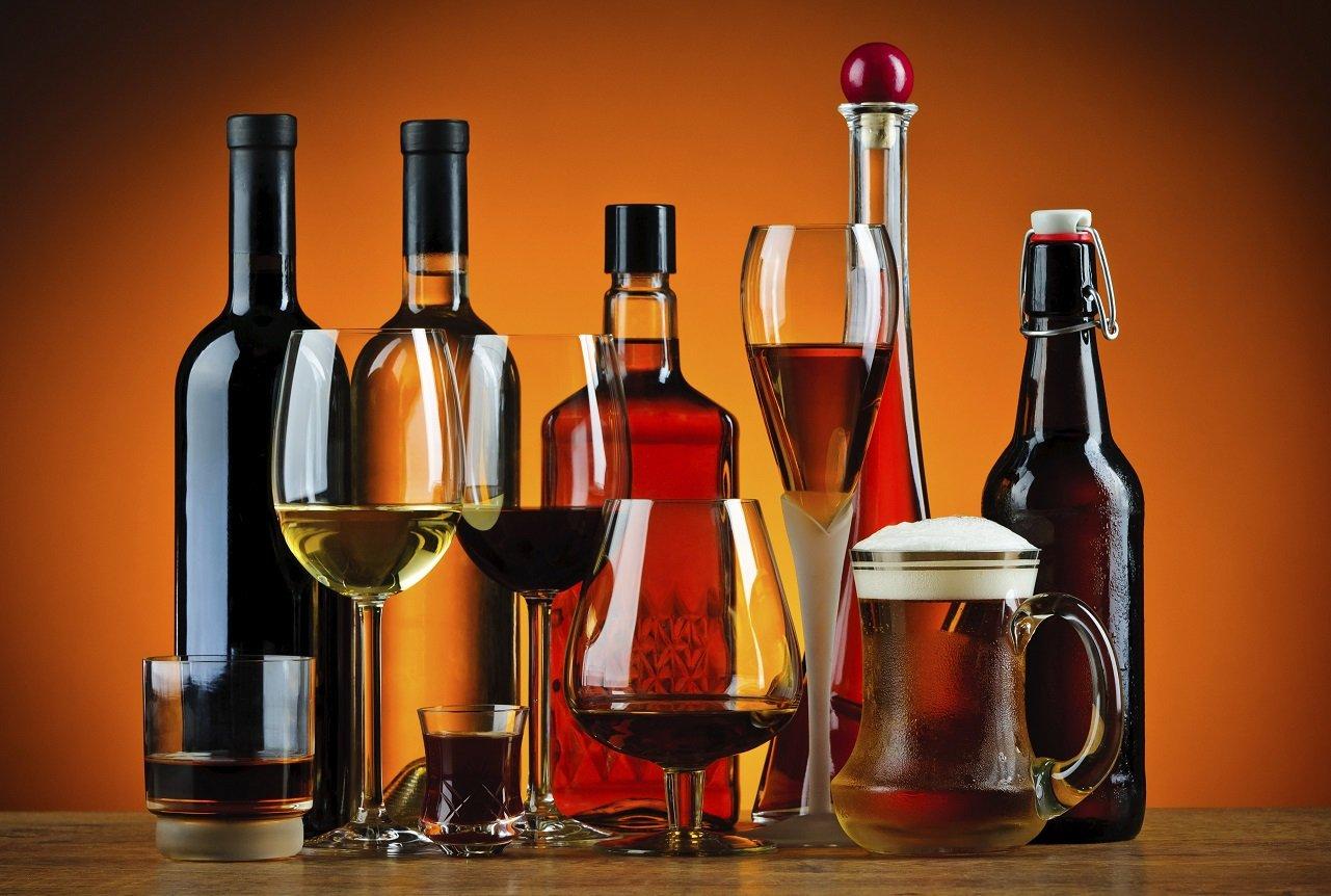 Вчені назвали три періоди життя людини, коли алкоголь швидко руйнує мозок