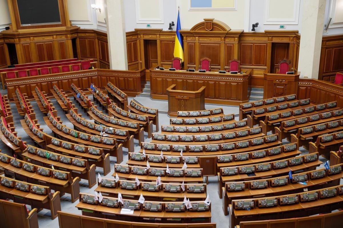 Зарплати і доплати для народних депутатів виростуть в 2021 році