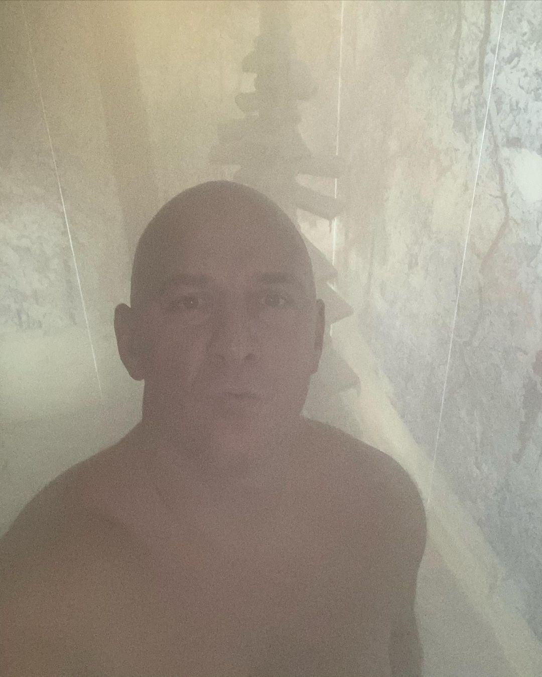 Потап зробив селфі в лазні, засвітивши мужній торс