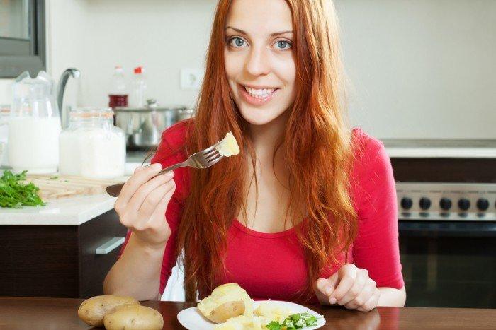 Диетологи рассказали, почему есть картофель перед сном опасно для здоровья