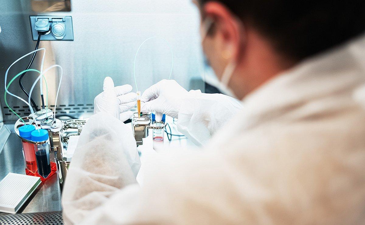 Україна хоче купити вакцину від коронавірусу з меншою ефективністю, але невибагливу в зберіганні