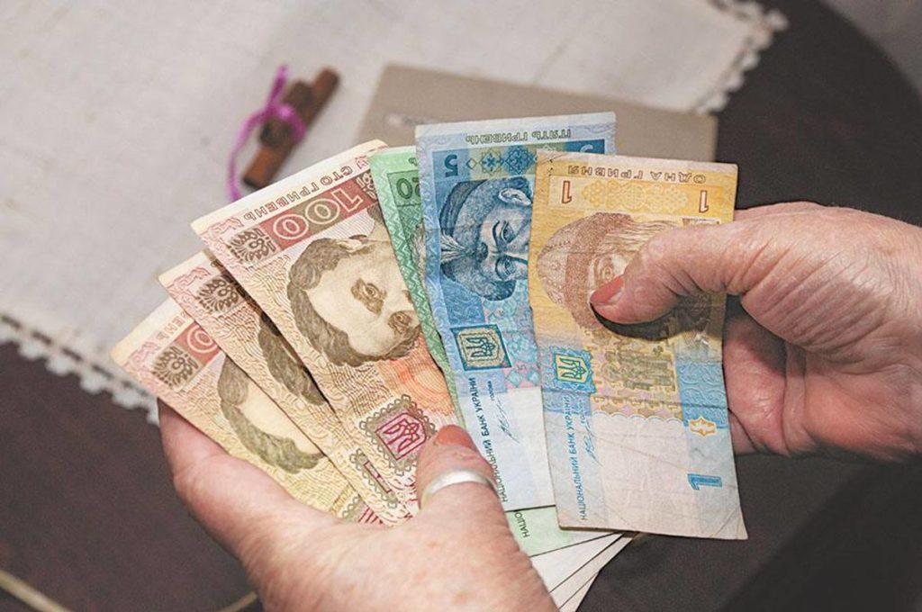 Частина пенсіонерів почнуть отримувати на 1650 грн більше: коли і кому виплатять надбавки