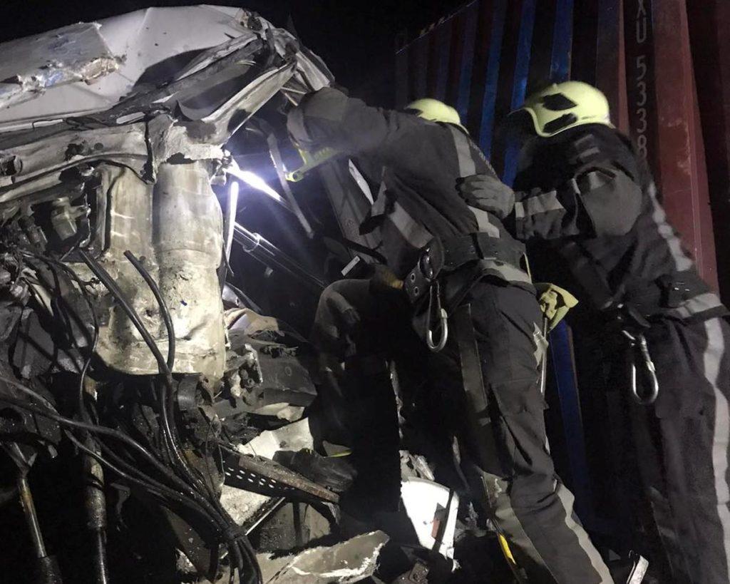 Под Киевом столкнулись две фуры: подробности смертельного ДТП