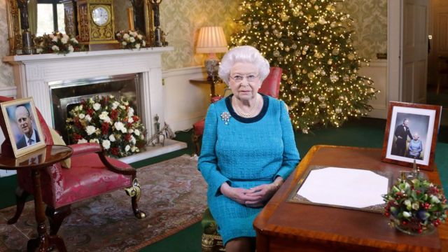 Елизавета II впервые за карантин собрала всю королевскую семью за одним столом
