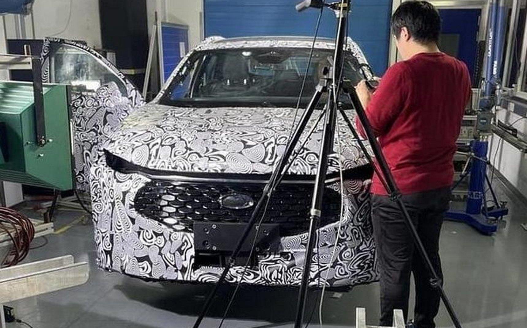 У Мережі показали шпигунські фото нового Ford Mondeo