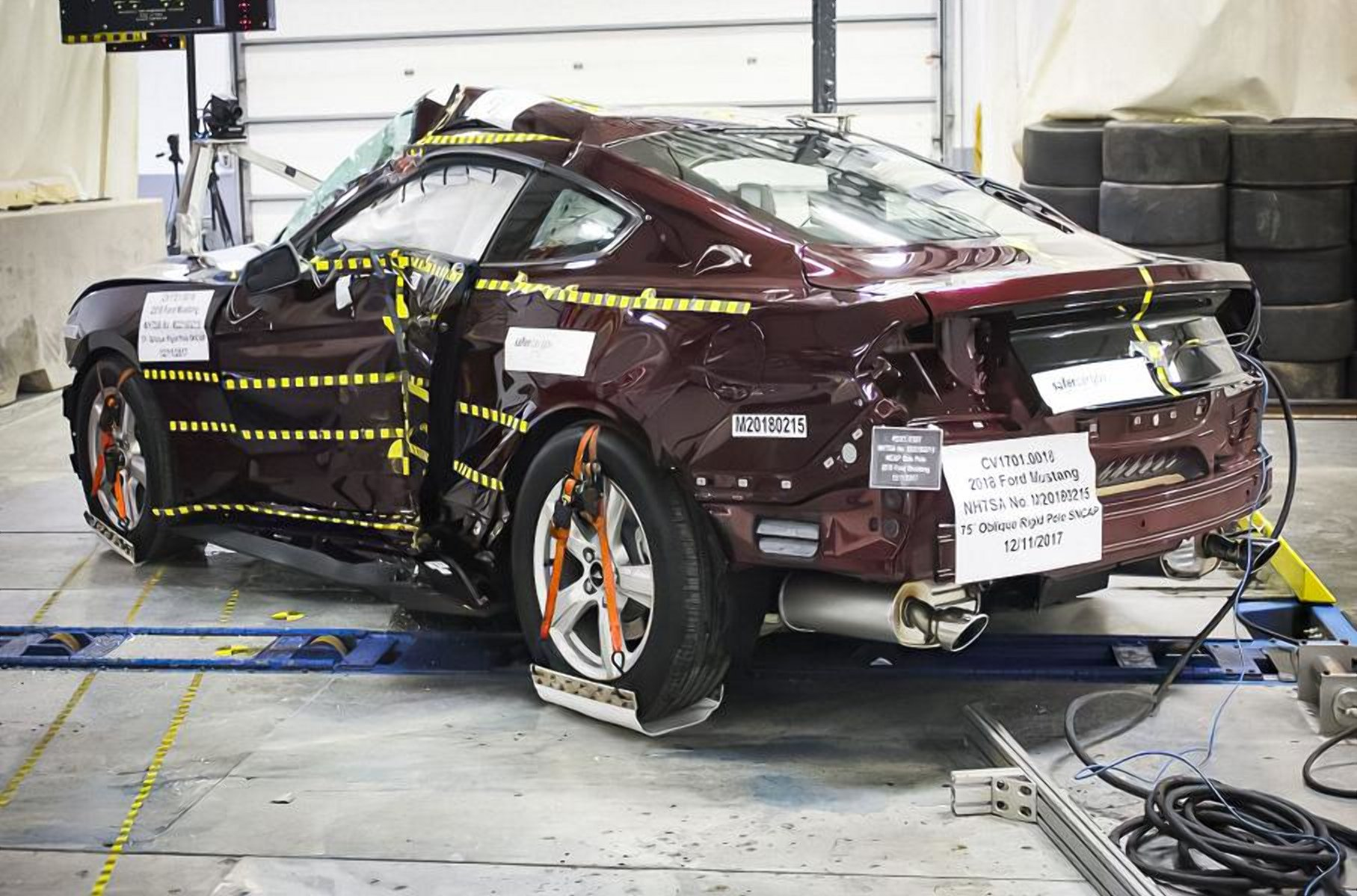 Два розбитих Ford Mustang продають за 3 700 доларів