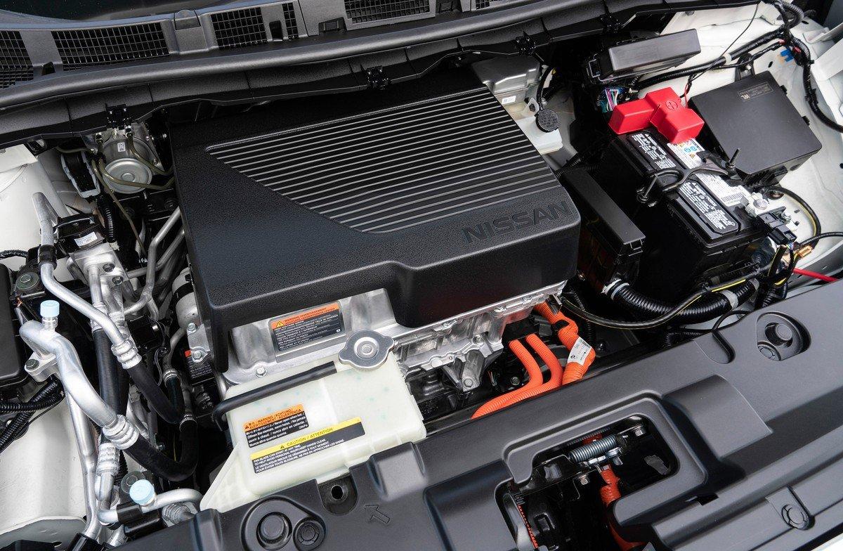 """Електромобіль Nissan Leaf почав """"розвалюватися"""" після 100 тисяч км пробігу"""