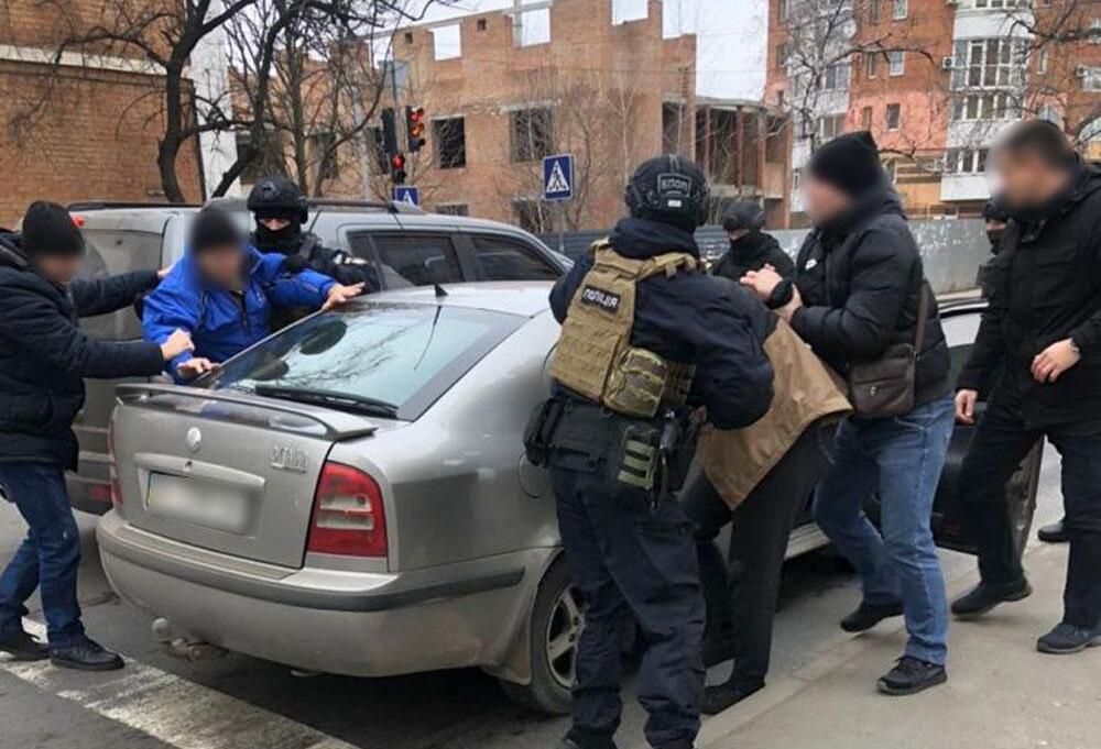 """Продают """"евробляхи"""" по поддельным свидетельствам о регистрации: в полиции рассказали о новой схеме мошенников"""