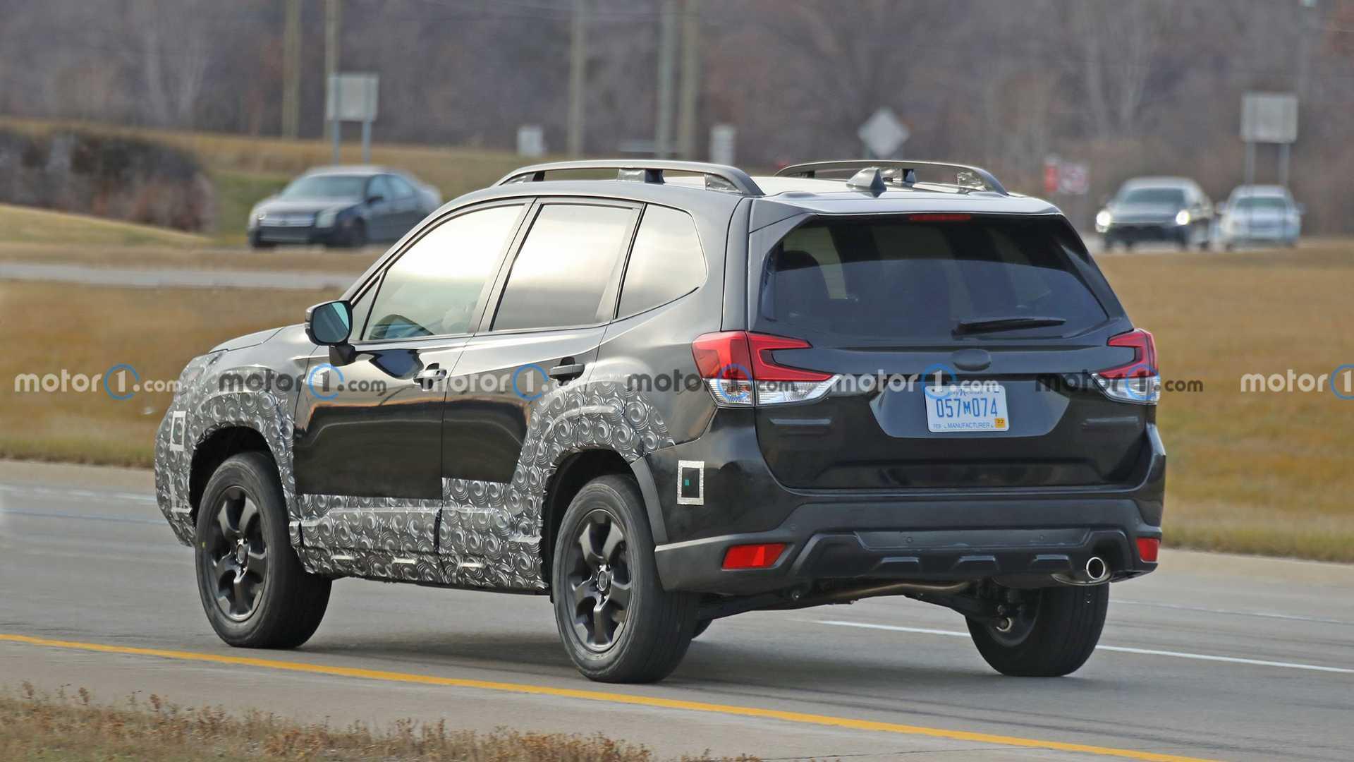 Оновлений Subaru Forester помітили під час дорожніх тестів. Фото