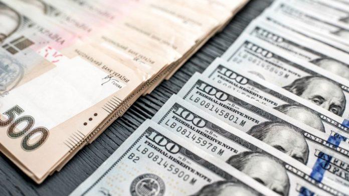 Курс долара в Україні знизився: що стало причиною різкого падіння валюти