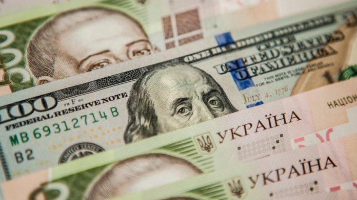 Курс долара і євро в Україні підскочили після незначного падіння
