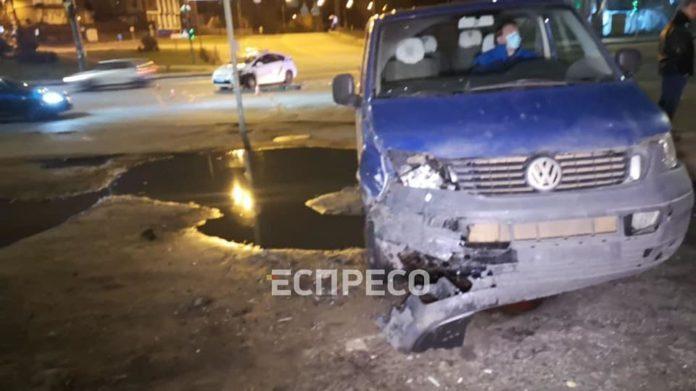 ДТП в Києві з поліцейським автомобілем і п'яним водієм: від удару машину викинуло на узбіччя