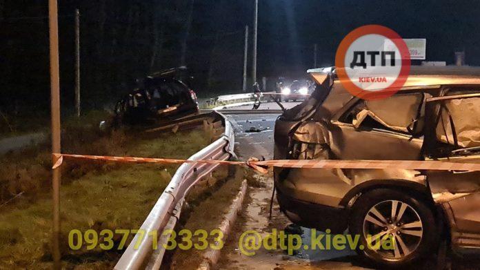 У летальній ДТП під Києвом загинуло двоє людей: моторошні подробиці аварії
