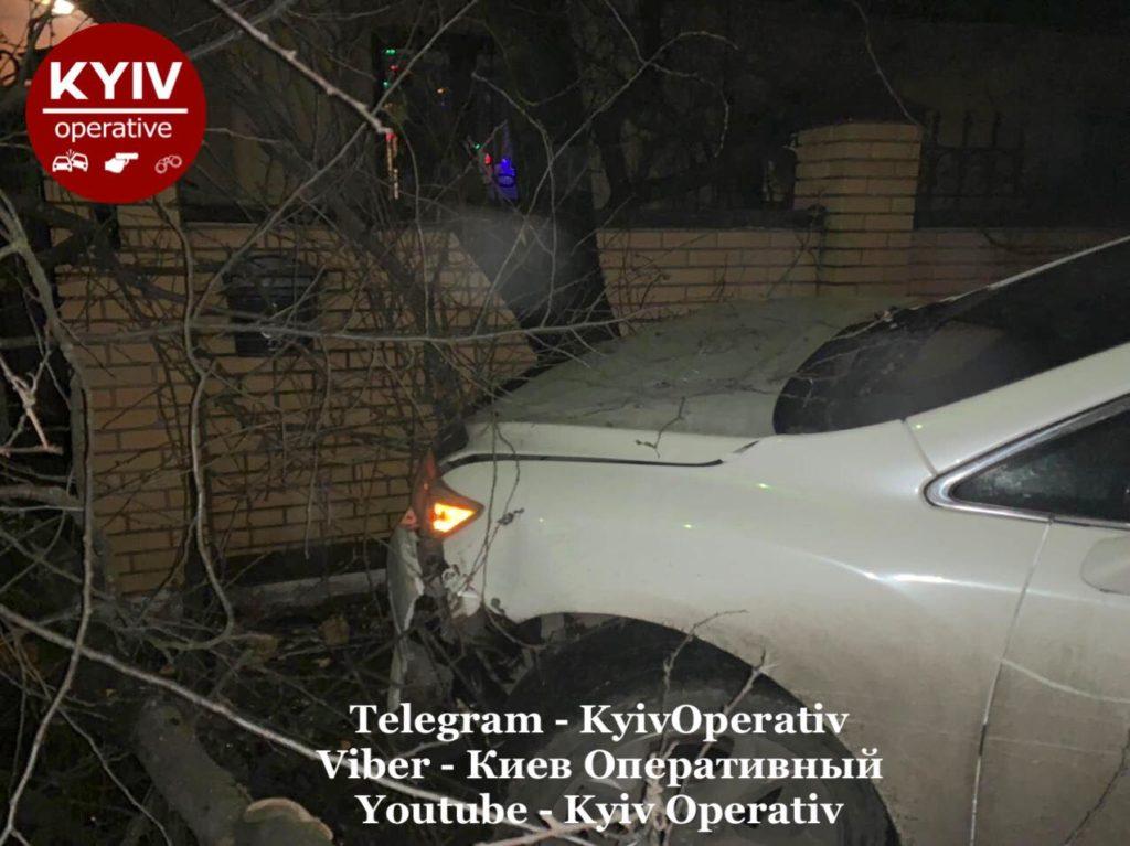 ДТП в Києві за участю п'яного слідчого поліції: капітан влетів у припарковану автівку