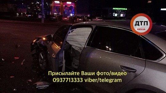 ДТП з таксі в Києві: людей з травмами відвезли три швидкі допомоги