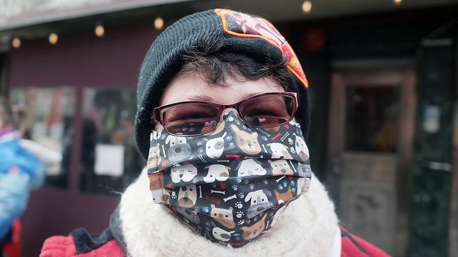 Як правильно носити медичну маску взимку