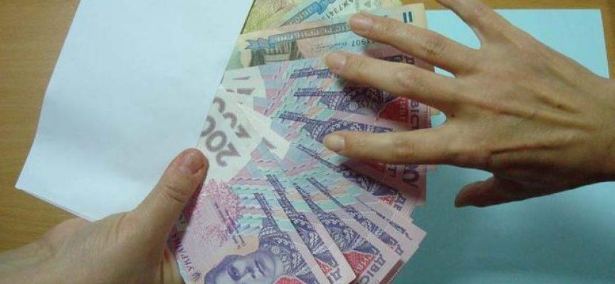 Украинцев, которые вовремя не уплатили налоги, не будут выпускать за границу