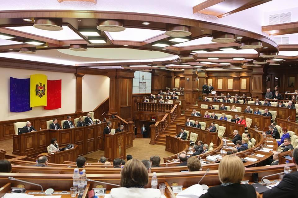 У Молдові переможниця виборів Майя Санду збирає Майдан - парламент урізав їй повноваження