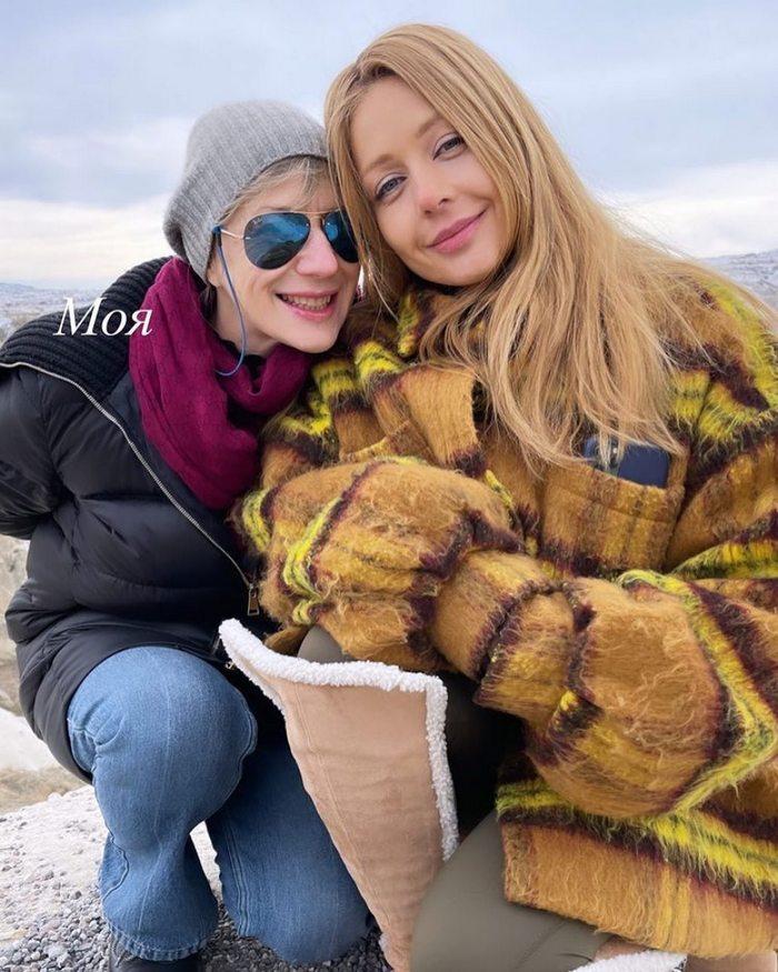 Тіна Кароль показала кадри з Туреччини: співачка продовжує відзначати день народження