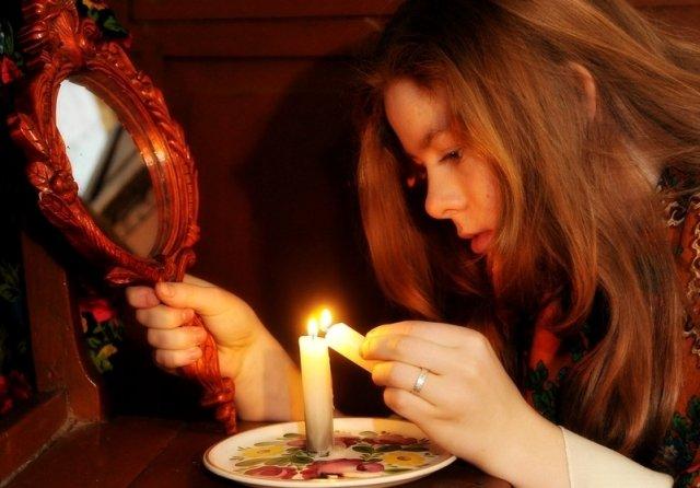 Ворожіння на Святвечір вдома: прості передбачення по картах, на свічках й дзеркалах