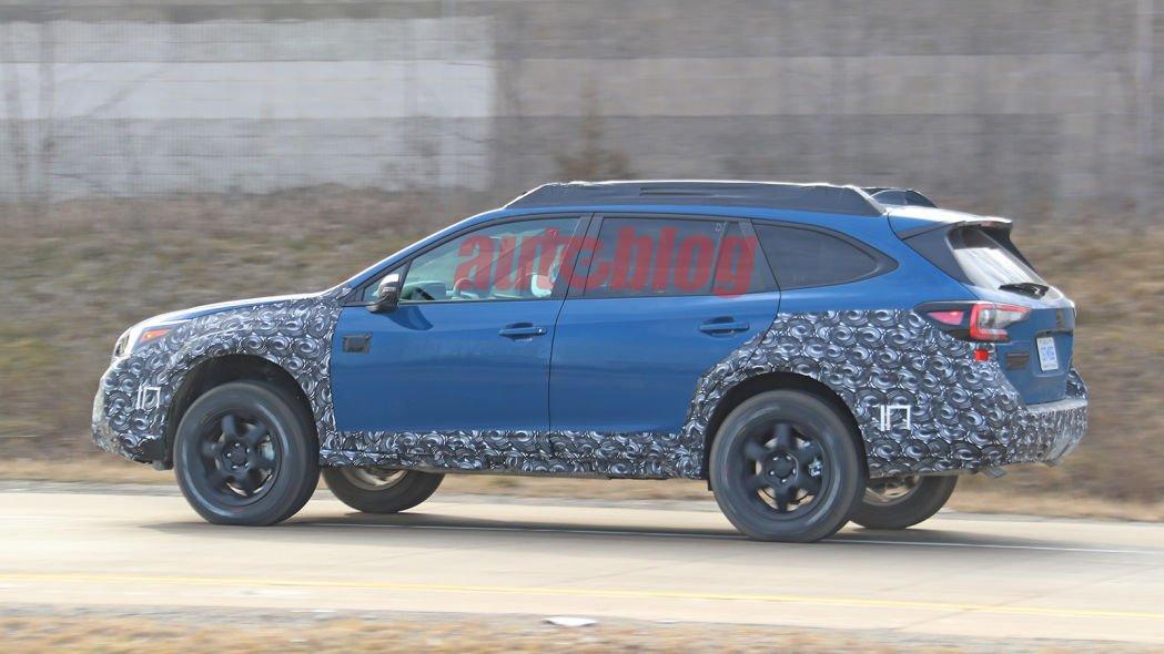 Subaru начал тестировать обновленный кроссовер Outback