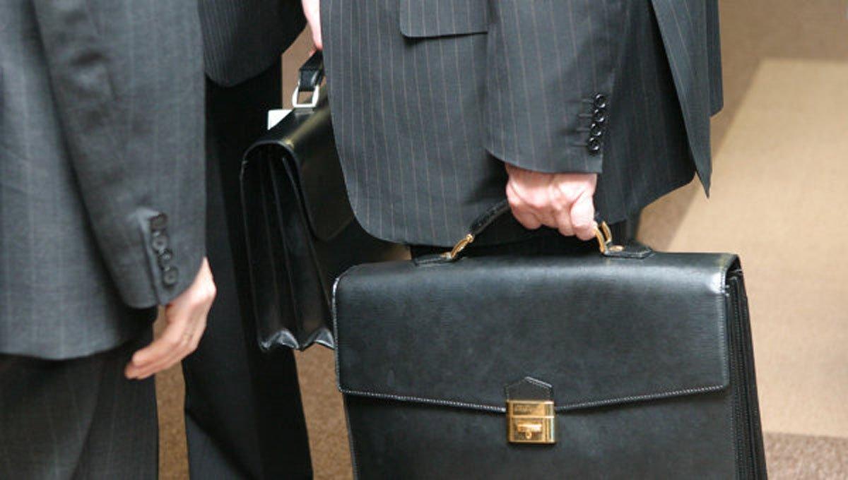 Чиновникам повышают оклады: Кабмин обнародовал новые ставки
