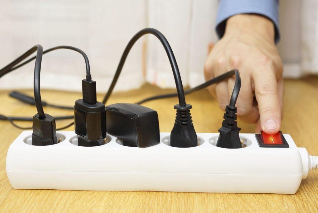 Українці з наступного місяця почнуть переплачувати за електроенергію: на скільки зростуть тарифи