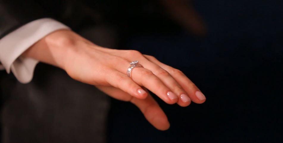 """""""Холостячка"""" Ксенія Мішина показала весільну обручку з діамантом"""